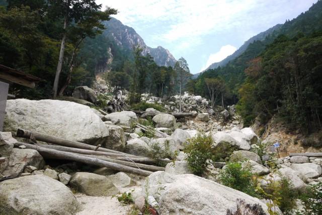 御在所岳・裏登山道の落石場所