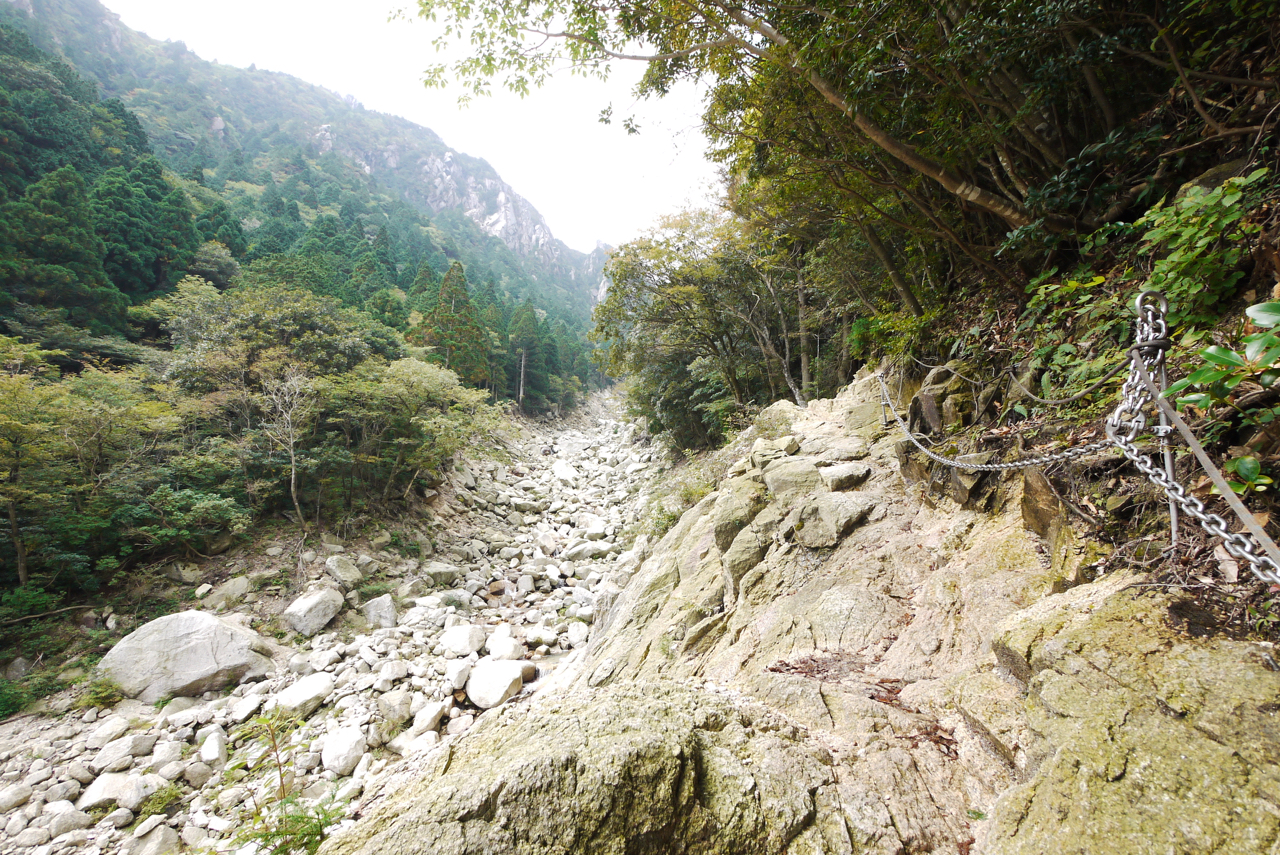 御在所岳・裏登山道、最初の鎖場