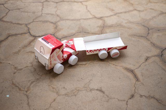 トレーラー本体の牛乳パック工作
