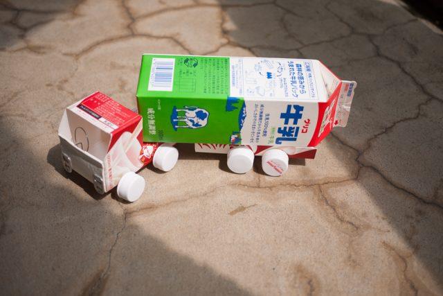 トレーラーの牛乳パック工作