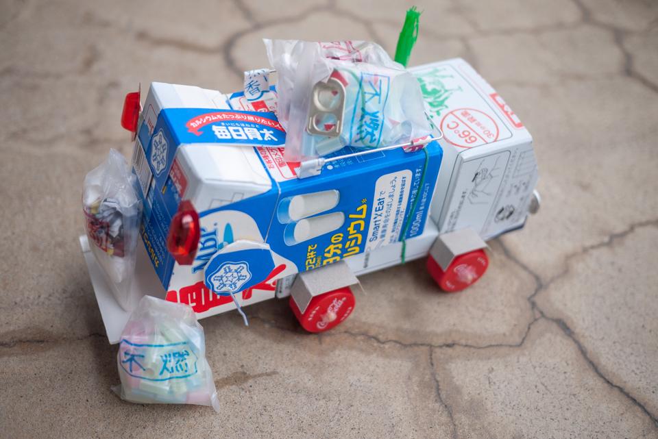 牛乳パックの「ゴミ収集車」