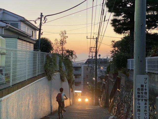 富士山が見える国分寺の坂道