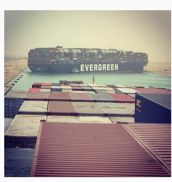 スエズ運河で座礁した「EVERGREEN」号